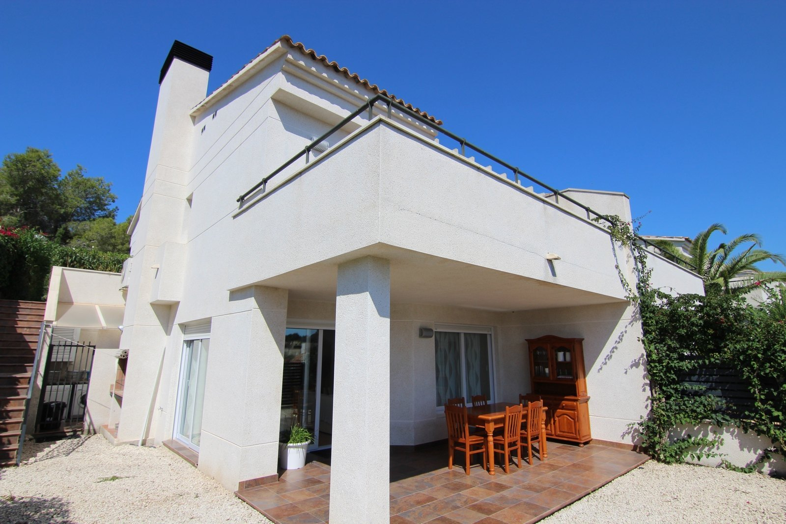 Semi-Stadthaus mit Pool in Moraira zu verkaufen.