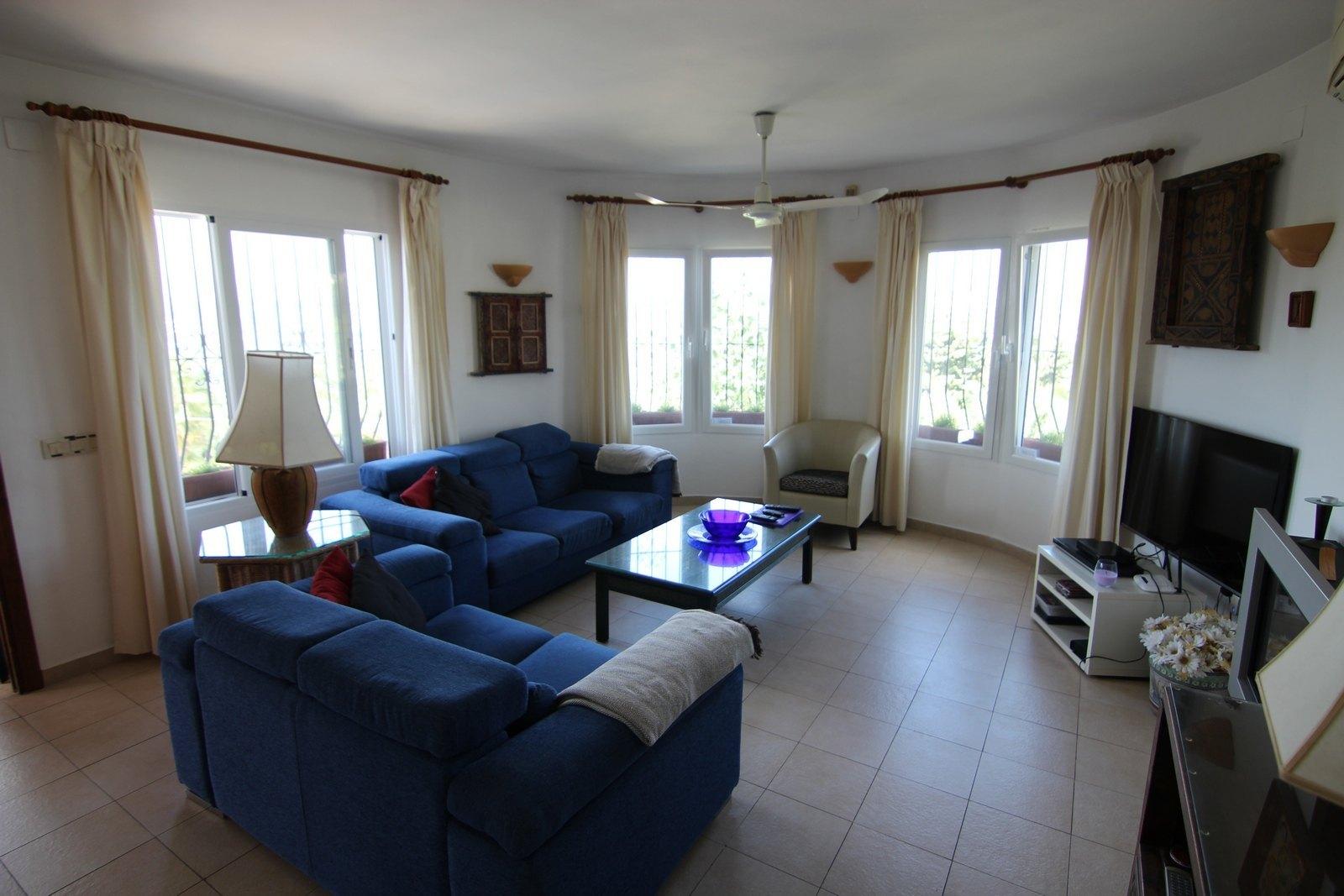 Villa zum Verkauf mit Pool und Panoramablick.