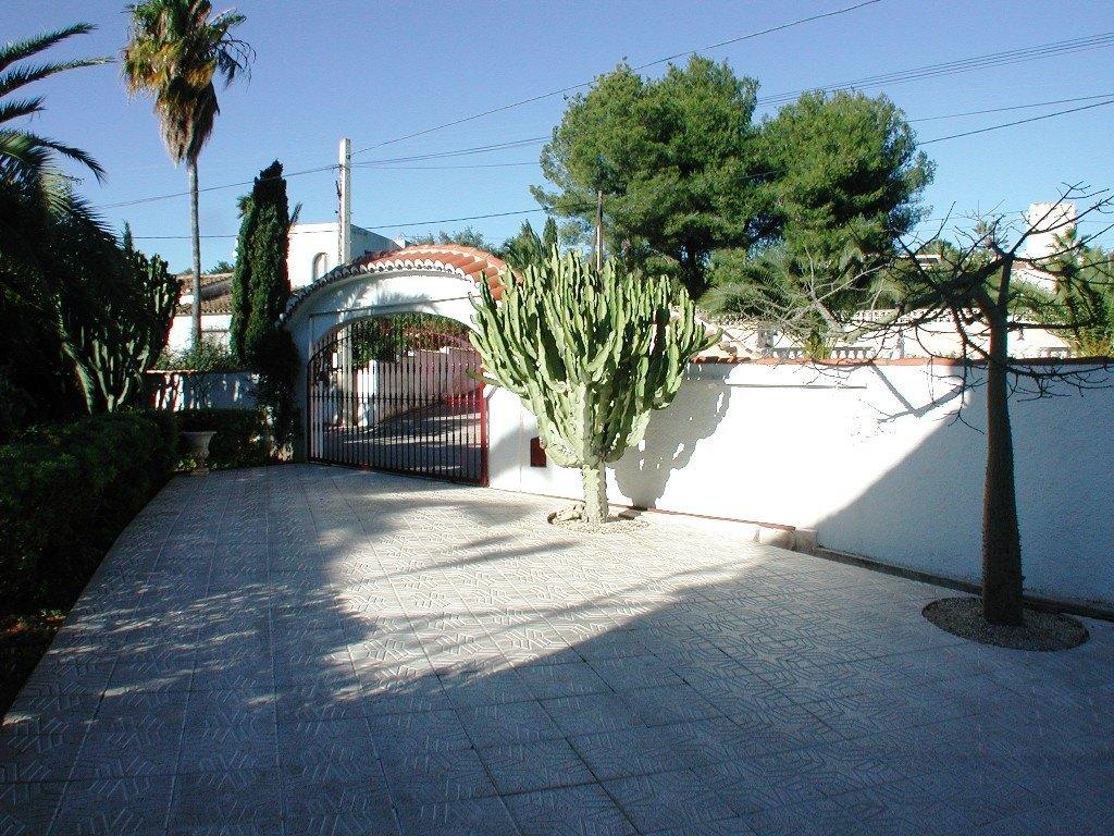 Wunderschöne Villa zum Verkauf fast am Sandstrand von Calpe